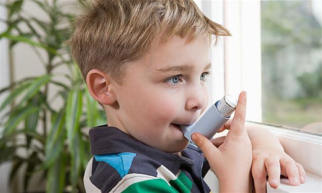 Астма у ребенка - ингаляции препарата портативным устройством