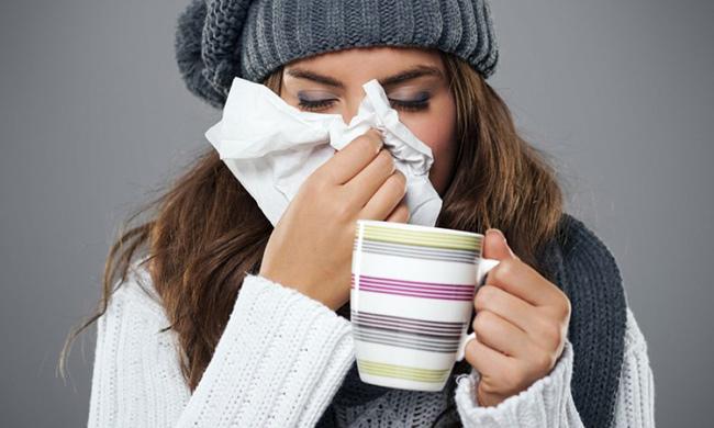 Простуда и насморк у девушки
