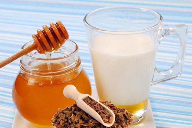 Молоко, мед и прополис от кашля