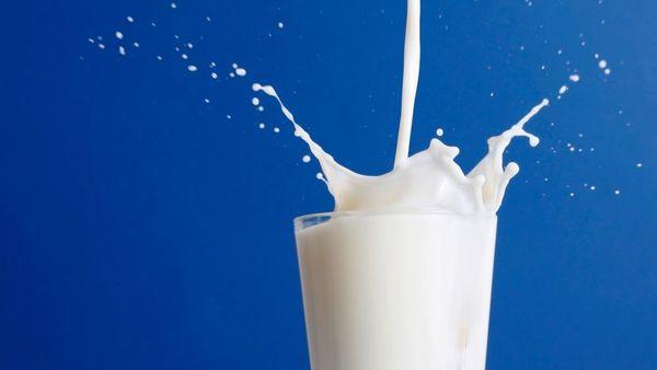 Стакан молока с чабрецом при кашле