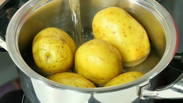 приготовление картошки в кастрюле