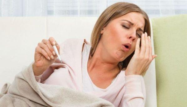 Сильный кашель у девушки