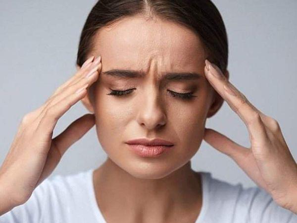 Сильные головные боли у женщины