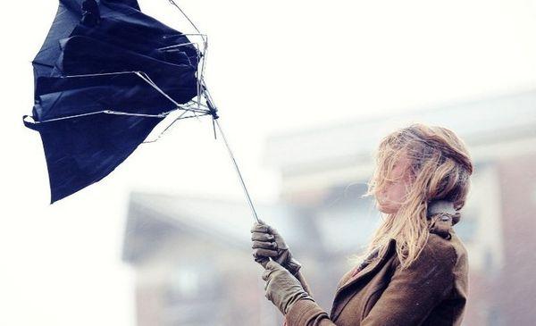 Сильный ветер на улице