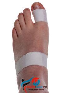 Инструкция наложения тейпа на большой палец ноги в спорте - шаг 2