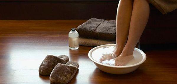 Прогревание ног в горячей воде при кашле
